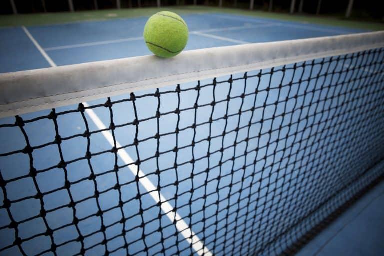 מגרש טניס קרוב